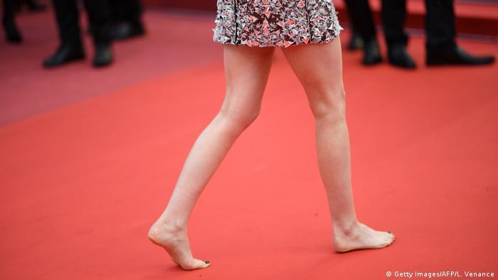 Frankreich Cannes - Kristen Stewart Barfuß auf dem roten Teppich (Getty Images/AFP/L. Venance)