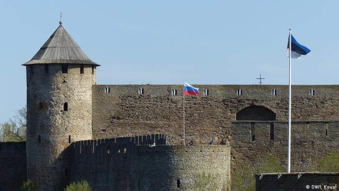 Вид на Ивангородский замок