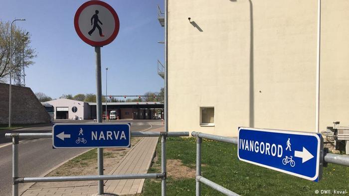 Кирпичное здание пункта погранконтроля на эстонской стороне моста