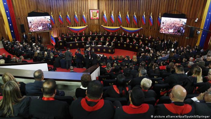 El presidente venezolano Nicolás Maduro, asiste a una ceremonia para conmemorar la apertura del año judicial en la Corte Suprema de Justicia (TSJ), en Caracas, Venezuela (24.01.2019)