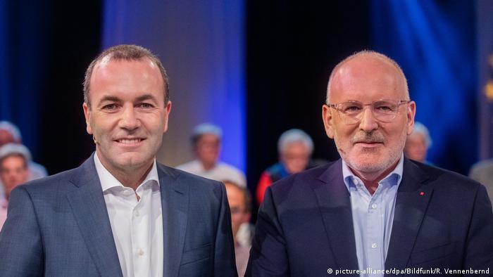Deutschland | Wahlarena zur Europawahl | Manfred Weber (l, EVP) und Frans Timmermans (SPE) (picture-alliance/dpa/Bildfunk/R. Vennenbernd)