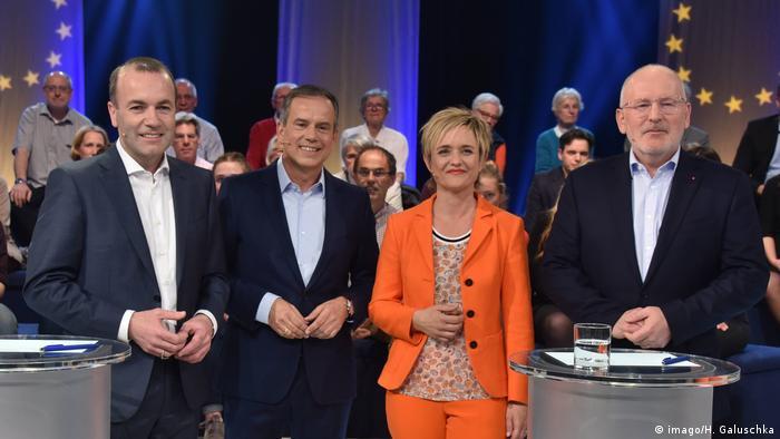 Deutschland | Wahlarena zur Europawahl | Manfred Weber (l, EVP) und Frans Timmermans (SPE) (imago/H. Galuschka)