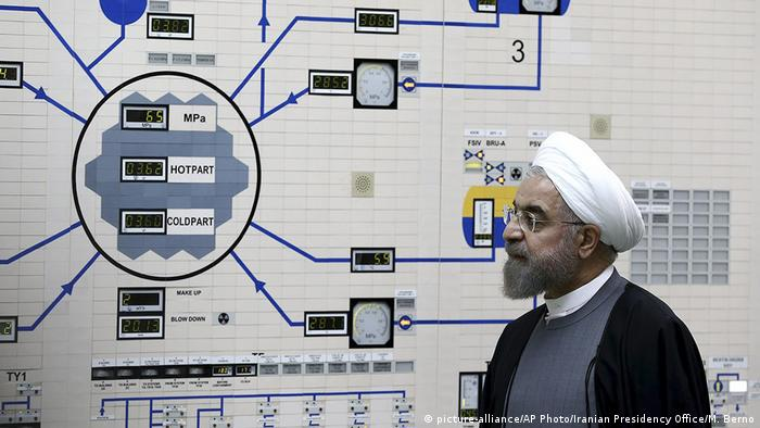 Iranian President Hassan Rouhani at the Bushehr nuclear power plant (picture-alliance/AP Photo/Iranian Presidency Office/M. Berno)