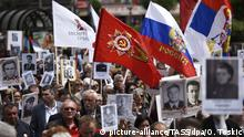 BELGRADE, SERBIA - MAY 9, 2017: People take part in an Immortal Regiment memorial event marking the 72nd anniversary of the Victory over Nazi Germany in the 1941-1945 Great Patriotic War, the Eastern Front of World War II. Oksana Toskic/TASS Foto: Oksana Toskic/TASS/dpa |
