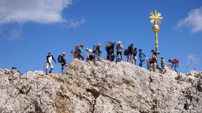 Germany, Zugspitze, people gathered around the summit