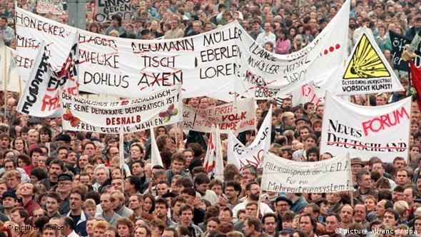 Flash-Galerie Revolution in Osteuropa 1989 Bild 17 DDR Demonstration Alexanderplatz