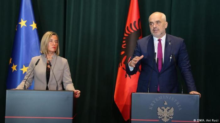 Albanien PK Mogherini und Rama in Tirana (DW/A. Ani Ruci)