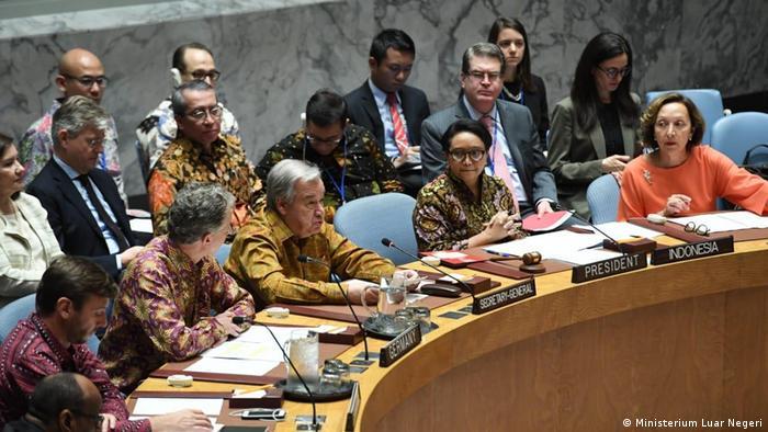 Teilnehmer, die an der von Indonesien geleiteten offenen Debatte über Friedenssicherungseinsätze in New York