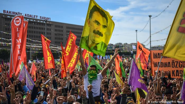 Türkei Kurden Öcalan-Flagge (Getty Images/AFP/O. Kose)