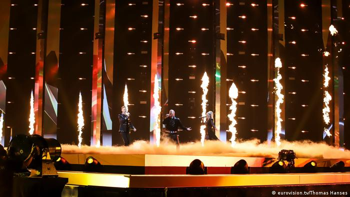 Rehearsals ESC 2019: band onstage with pyrotechnics and fog (eurovision.tv/Thomas Hanses)