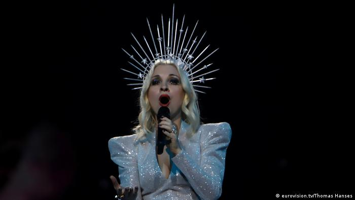 Singer in a glittery white costum with a spikey crown over platinum hair (eurovision.tv/Thomas Hanses)