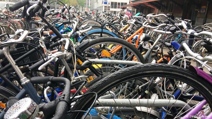 Parkplatz für Fahrräder Amsterdam