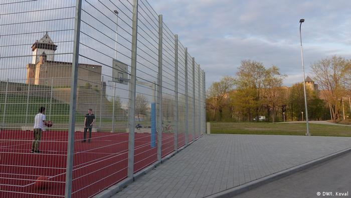 Баскетбольная площадка рядом с нарвским променадом