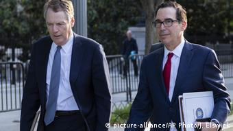 USA Washington Robert Lighthizer und Steven Mnuchin (picture-alliance/AP Photo/J. Elswick)