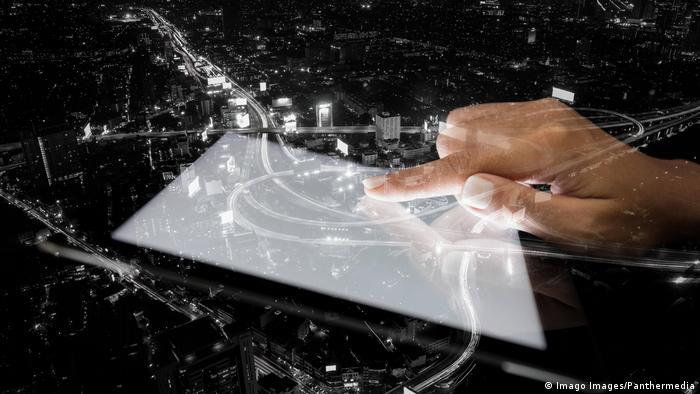 Използването на Big Data (масиви от данни), изкуственият интелект и омрежаването могат да намалят значително задръстванията в градовете ни