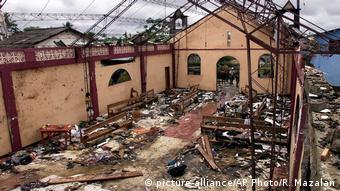 Ruinas de la iglesia donde tuvo lugar la masacre de Bojayá, 2 de mayo de 2002.