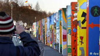 Dominosteine in Berlin Mauerfall