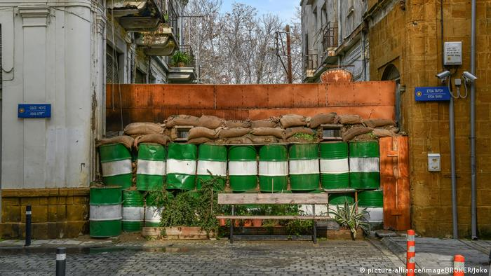 Zypern Nikosia Grenze (picture-alliance/imageBROKER/Joko)