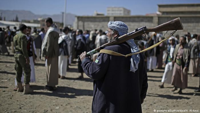 Houthi rebels with guns in Yemen