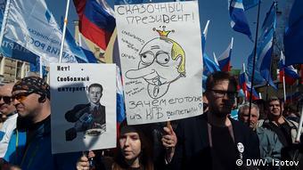 Плакаты первомайской демократической колонны