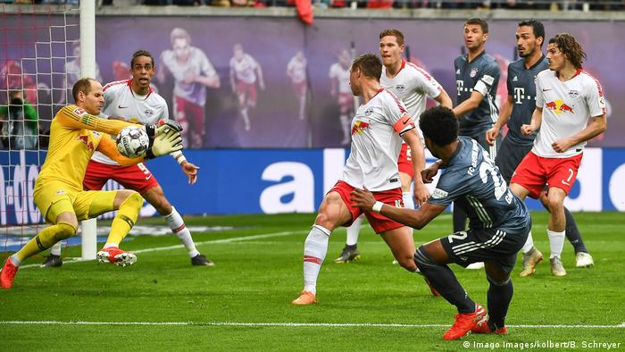 Fußball Bundesliga RB Leipzig v Bayern München Spielszene (Imago Images/kolbert/B. Schreyer)