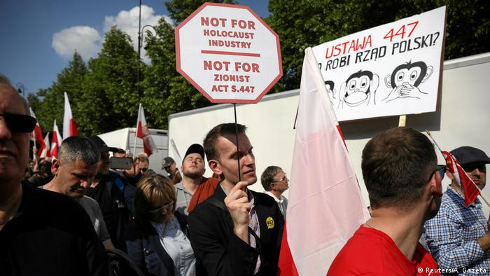 Far-right protest in Warsaw against reparations for Holocaust victims (Reuters/A. Gazeta)