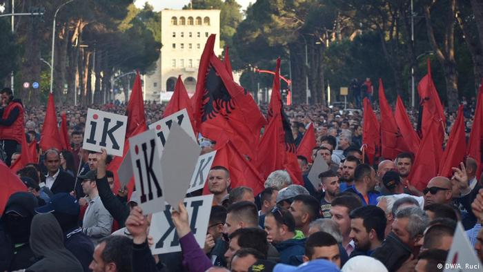 Albanien Proteste Opposition in Tirana (DW/A. Ruci)