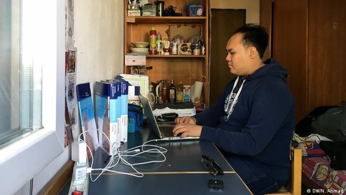 Adiyaksa Pratama indonesischer Medizinstudent an der Uni Bonn (DW/N. Ahmad)