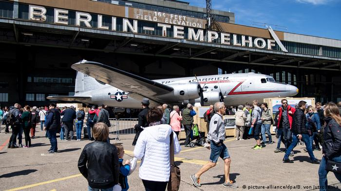 One of the planes used in the Berlin Airlift (picture-alliance/dpa/B. von Jutrczenka)