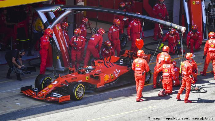 Formel 1 Grand Prix in Spanien Boxenstopp Vettel