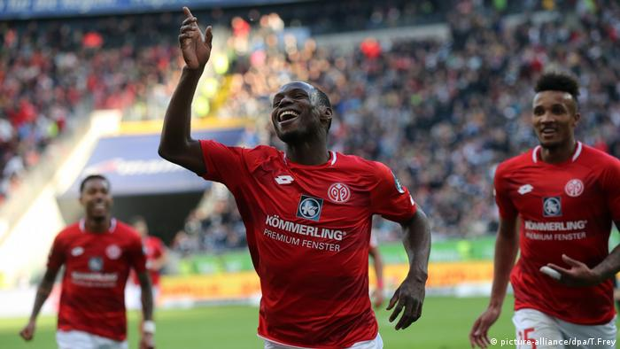 Anthony Ujah celebrates for Mainz (picture-alliance/dpa/T.Frey)