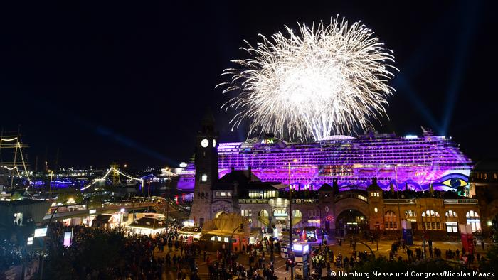 Fireworks over the cruis ship AIDA to mark Hamburg harbor's birthday (Hamburg Messe und Congress/Nicolas Maack)