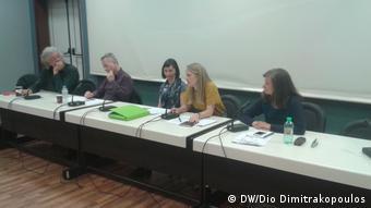 Η μεταφράστρια Μιχαέλα Πρίντσινγκερ (δ.) εκ των διοργανωτών του Εργαστηρίου Ελληνογερμανικής Μετάφρασης