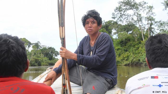 O indígena Kaworé Parakanã: há tempos que seu povo não pode mais beber da água do rio nem pescar