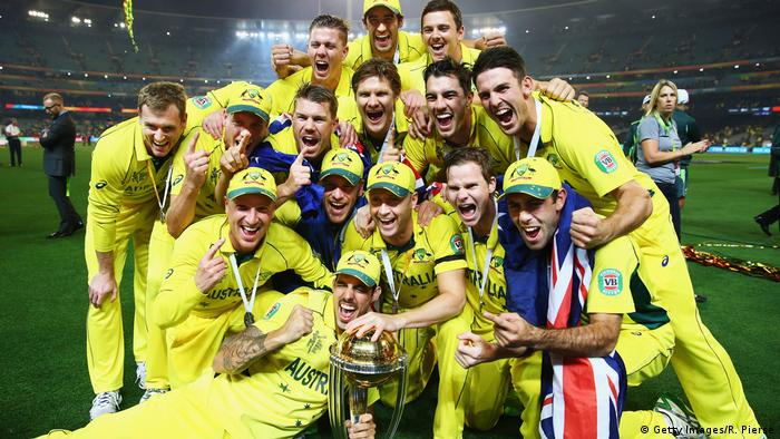 Australien Cricket-Spieler mit ICC Cricket World Cup Trophy (Getty Images/R. Pierse)