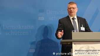 هالدنوانگ، رئيس سازمان امنیت اخلی آلمان: در برابر ضدخارجیها و دشمنان دموکراسی دست روی دست نخواهیم گذاشت