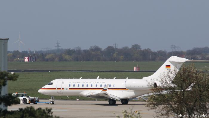 Global 5000 belonging to German government on the tarmac