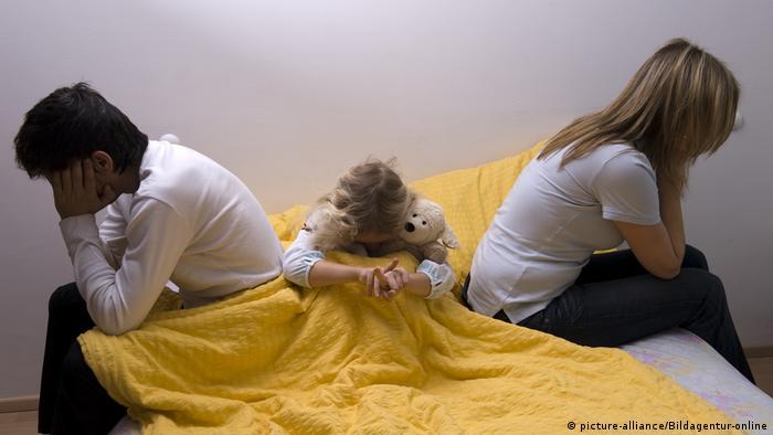 A world breaks apart: When parents split up
