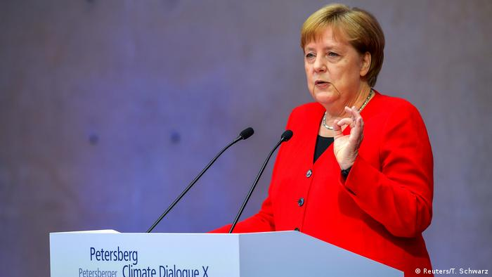 Merkel, dispuesta a sumarse a carbono cero hasta 2050