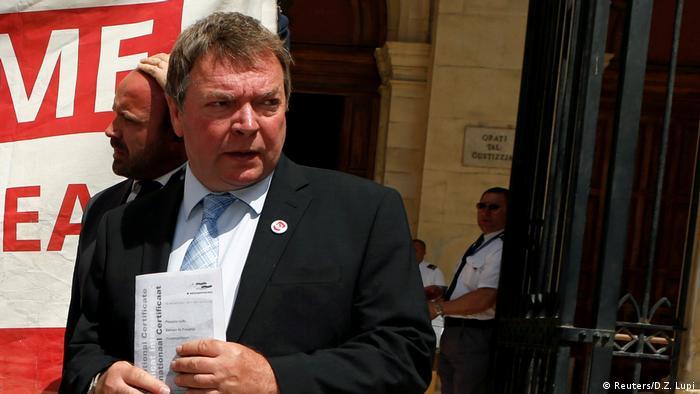 Malta Anhörung Claus-Peter Reisch, Kapitän des Schiffs MV Lifeline in Valletta
