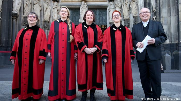 Deutschland Domschweizerinnen am Kölner Dom