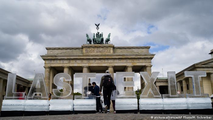 Deutschland Greenpeace Protest Petersberger Klimadialog