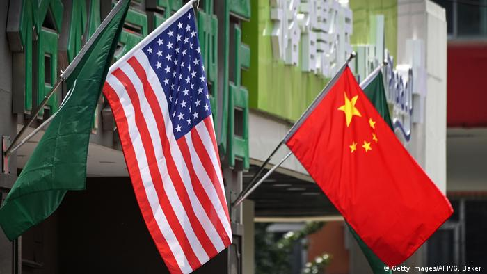 Flaggen USA China (Getty Images/AFP/G. Baker )