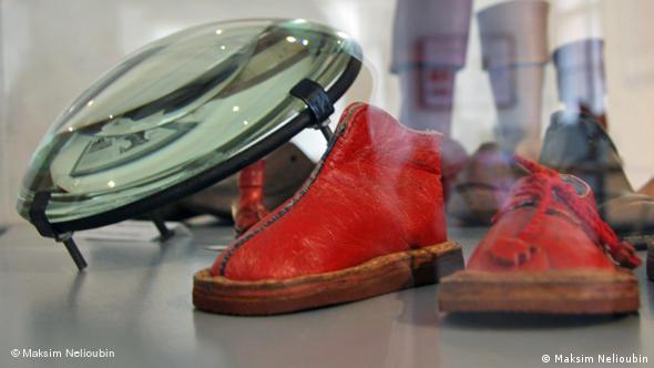 Миниатюрные экспонаты обувной выставки