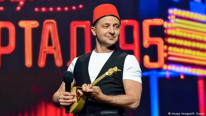 Volodymyr Zelenskiy plays a small stringed instrument onstage (Imago Images/A. Gusev)