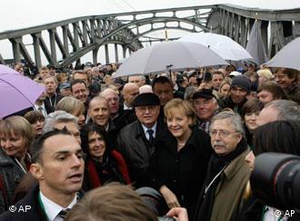 Переход бывшей границы по мосту Борнхольмер-брюкке