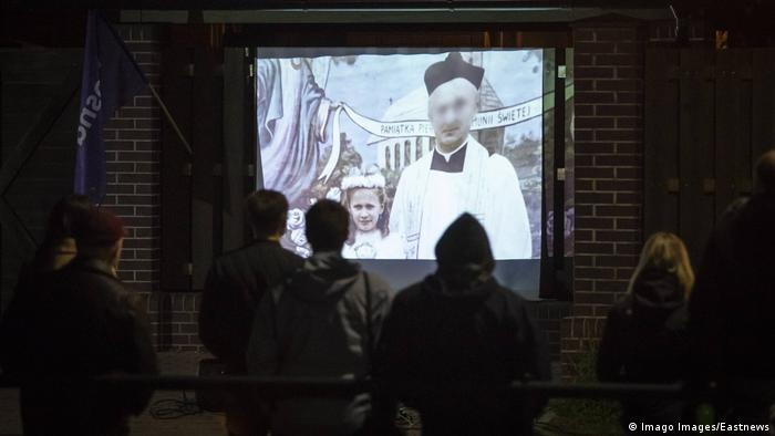 Polen Danzig Aktivisten zeigen Film von Tomasz Sekielski