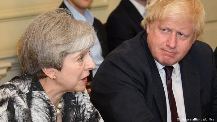 Brexit - Theresa May und Boris Johnson (picture-alliance/L. Neal)