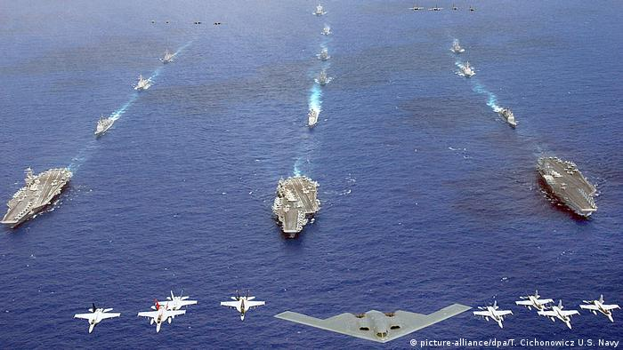 US-Manöver Valiant Shield 2006 (picture-alliance/dpa/T. Cichonowicz U.S. Navy)