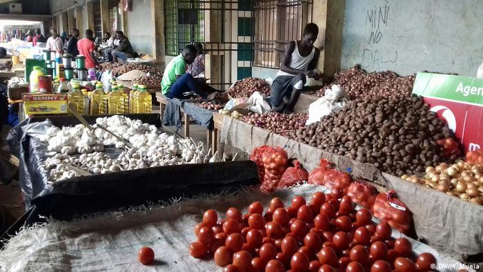 Mosambik Thema Anstieg Lebensmittelpreise nach Zyklon | Markt in Quelimane